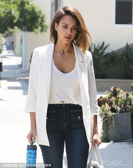 杰西卡-阿尔芭(Jessica Alba)白色西服配阔腿仔裤街拍