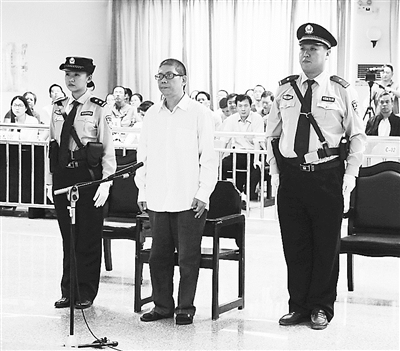图为李宽出庭受审。 何晓华 摄