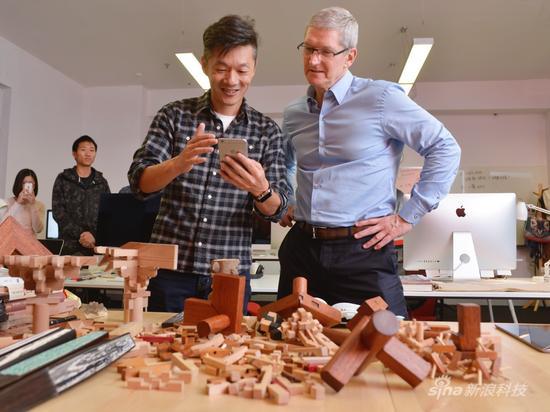 库克参观中国开发者办公室