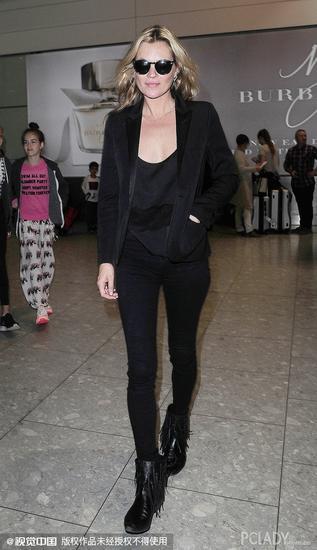 凯特-莫斯(Kate Ann Moss)黑色西服造型亮相