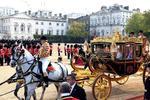 习近平出席英女王欢迎仪式全程 乘坐皇家马车
