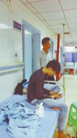 被捅伤两天后小匡仍然留院观察