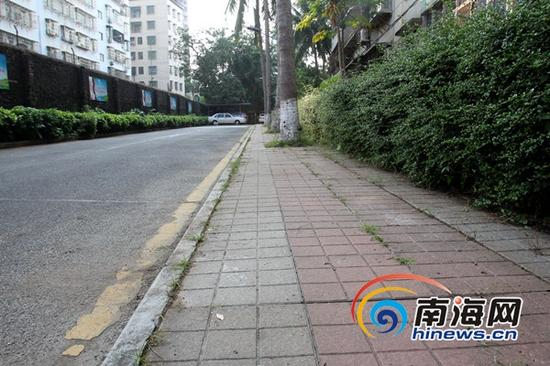 大扫除活动后,省人民医院路段面貌得到明显改善。(南海网记者陈望摄)