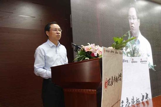 """新浪杯""""玩壶斗趣""""大会今日开幕,宜兴市副市长尹志华发表讲话。"""