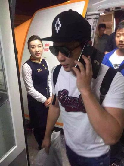 跑男团成员鹿晗抵达海口美兰国际机场
