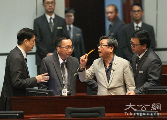 黄毓民在立会大吵大闹 大公报记者 林少权 摄