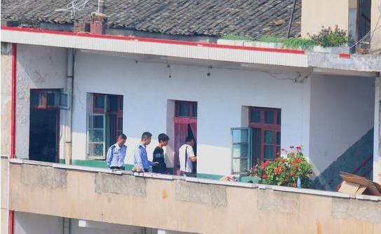 10月19日,经公安机关的全力侦破,三名嫌疑人被抓获归案。