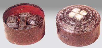 西汉彩绘贴银箔云兽纹漆七子奁 (扬州博物馆藏)