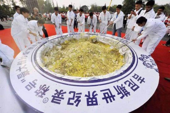 世界上最大的扬州炒饭