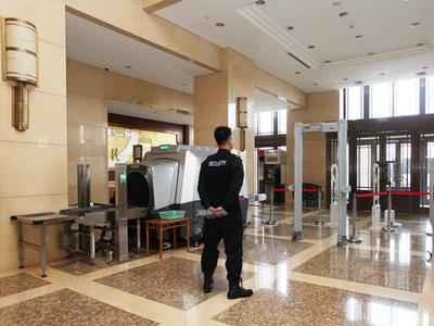 京西宾馆内部入口安检。