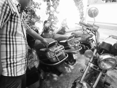 嫌犯留在现场的女式摩托车