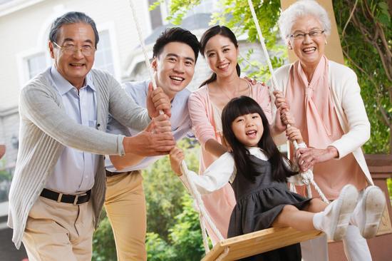 中國怪現象!奇葩父親用裸奔阻止兒子戀愛