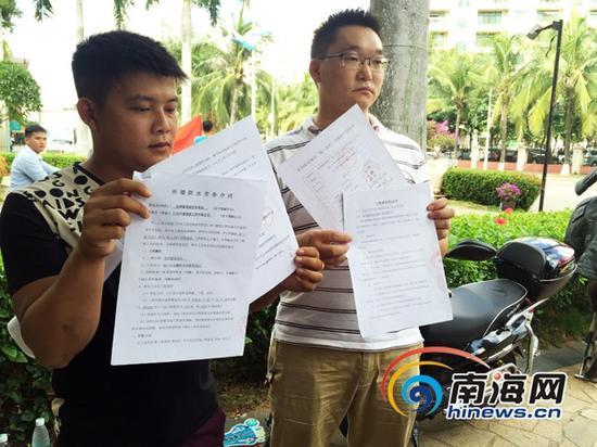 农民工讨薪遇难题,出示的合同书。(南海网记者陈丽娜摄)