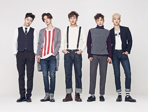 Photo of the first UNIQ set sale November will open a tour of Japan