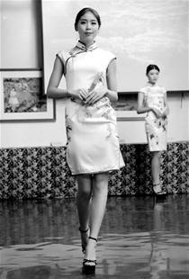 旗袍在大学生们的巧手下变靓了
