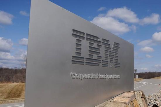 IBM季度营收下滑受美元走强打压