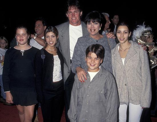 金·卡戴珊与家人在迪士尼乐园