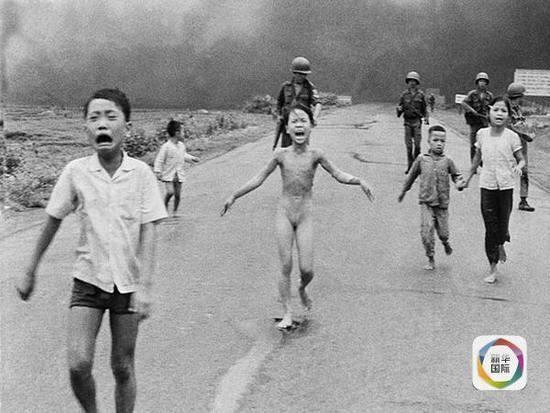 """时年9岁的""""越战照片女孩""""潘氏金福。"""