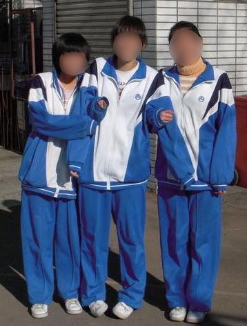 中国校服普遍上身图