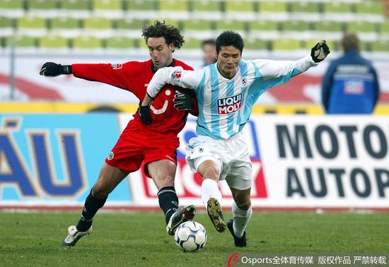 2003年,邵佳一加盟慕尼黑1860