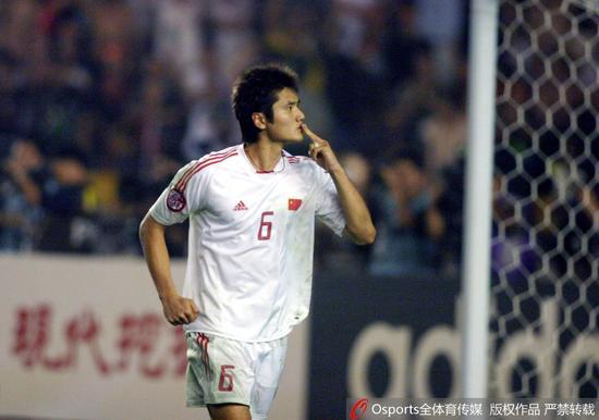 2004年,作为核心的邵佳一率领国足获得本土亚洲杯的亚军