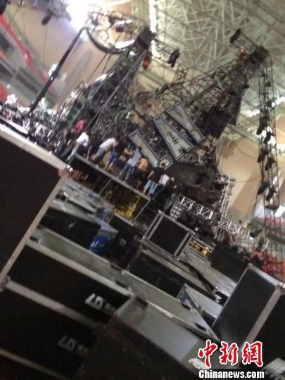 蔡依林演唱会在建舞台灯架坍塌