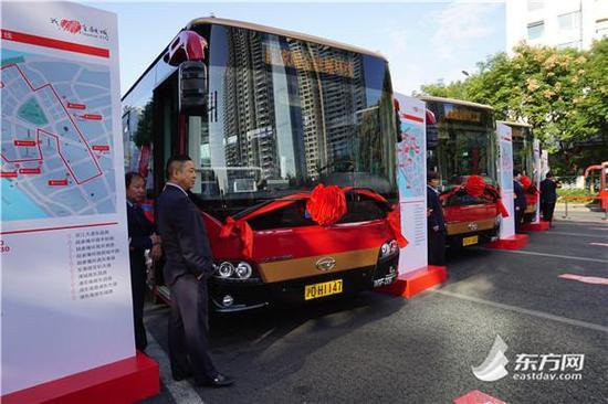 陆家嘴金融城开通环线巴士 5条线路公交车全为电动车