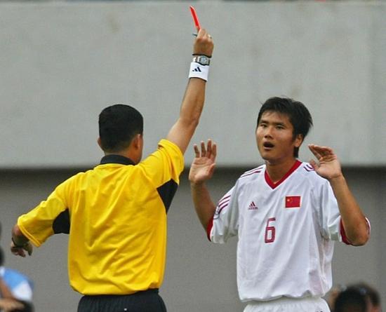 2002世界杯,国足对阵土耳其的比赛,邵佳一吃到红牌