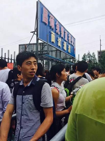 近4个月前,昌硕招工处人潮涌动