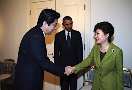 的首次会晤是的2014年,两国领导人在美国参加韩美日三方会谈.-图片