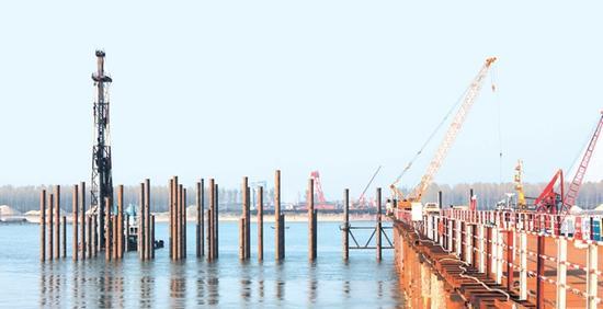 ��M9_石首长江大桥主墩首根桩灌注完毕 桩基施工展开(图)