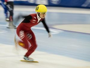短道世界杯中国女子接力犯规 范可新500米抢跑