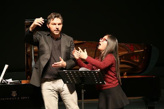 """德国男中音歌唱家托马斯·鲍尔在新疆艺术学院开授""""大师课堂"""""""