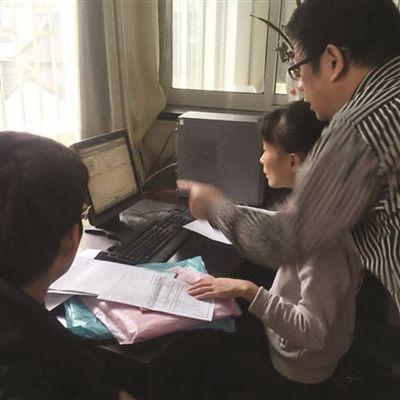 昨天是2016年江苏高考报名第一天。 王璟 摄