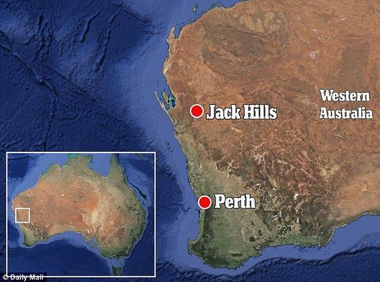 在澳大利亚西部的杰克山区,科学家发现古老的锆石晶体中存在石墨斑点证据。