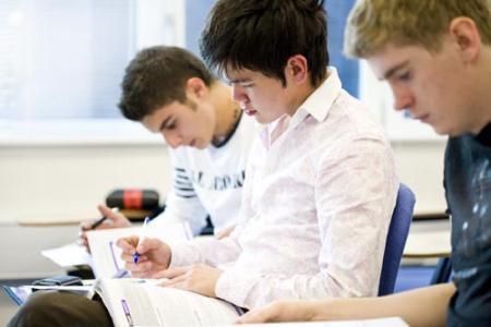 美国高中考试(图片来源于网络)