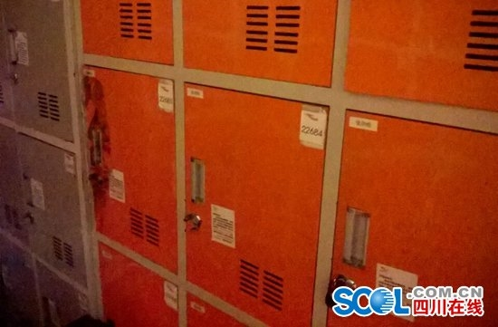 更衣室内的储物柜