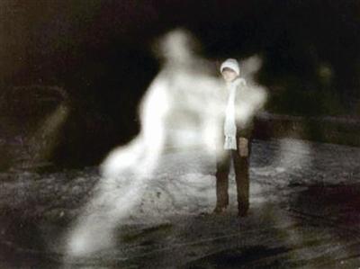 """對鬼魂現象的解釋可能比鬼魂本身還要嚇人:""""你連自己的大腦都不能相信。"""""""