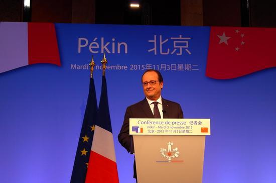 法国总统奥朗德在记者会上  新浪国际韩旭阳摄