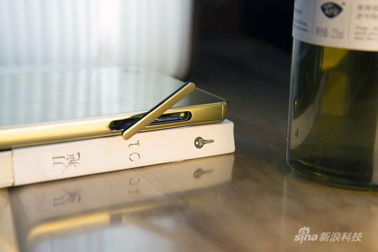 双Nano SIM卡并且可插TF卡