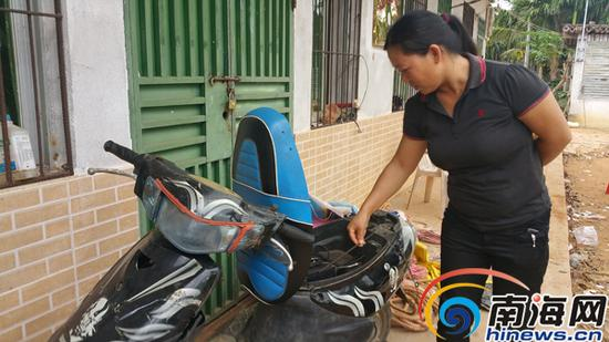 陈女士说,事发前,该男子就是骑着这个电动车来这里偷槟榔,还要在主人家的工棚里充电
