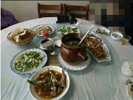 武当山景区现高价菜