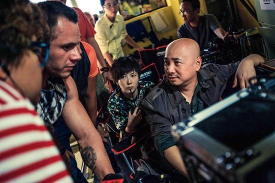 徐峥在电影《港囧》拍摄现场-一部 囧 字系列电影的诞生