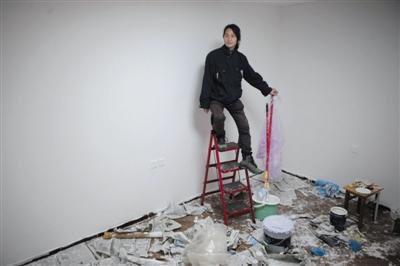 """艺术家宣战""""黑中介"""" 展出1000手机号"""