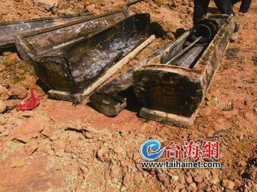 工地挖出来的两副棺材