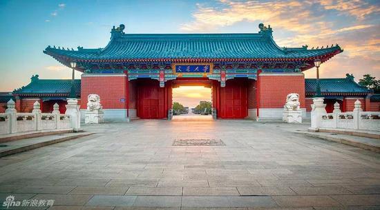 上海交通大学门口