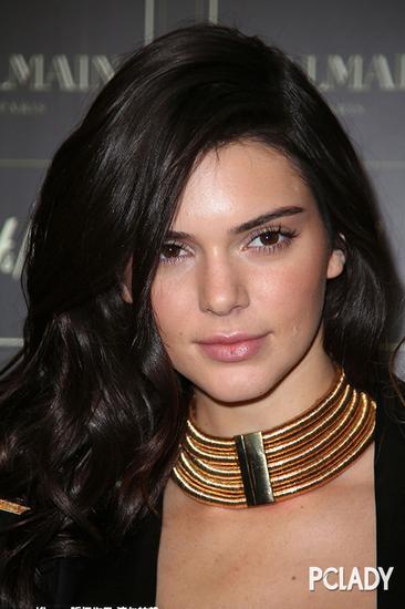 美容 美发 > 正文    为头发及头部皮肤提供丰富的滋养成分,令秀发超图片