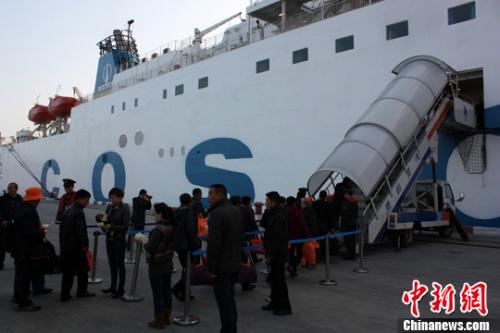 资料图:两岸直航海上客运航线 中新社发 夏毅 摄