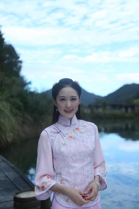 拍的电视剧《烟花易冷》剧组开放媒体探班,当天主创刘恩佑,张雯[微博]图片