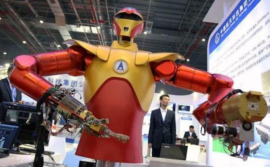 由中国航天科技集团制造的航天机器人3日与公众见面(英国《每日电讯报》网站)